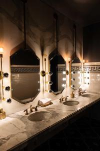 A bathroom at Hotel Bijou