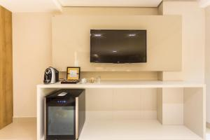 A television and/or entertainment center at Hotel Manaíra