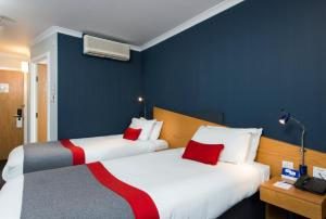 A bed or beds in a room at Holiday Inn Express Derby Pride Park