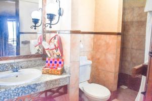 A bathroom at Lake Nakuru Lodge