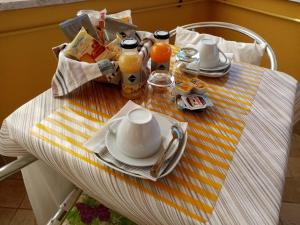 Breakfast options available to guests at B&B La Cupella