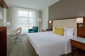 A bed or beds in a room at Courtyard by Marriott Berlin City Center