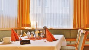 Ein Restaurant oder anderes Speiselokal in der Unterkunft Businesshotel HEILBRONN- Biberach