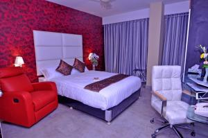 A bed or beds in a room at Contemporary Heights Hotel and Apartments