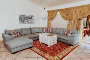 A seating area at Boubou Bed and Breakfast
