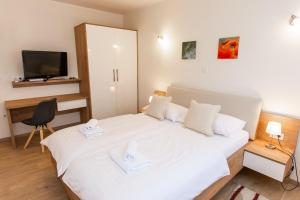 A bed or beds in a room at Guest House Ankora