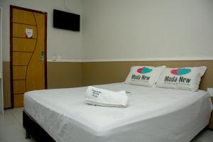 A bed or beds in a room at Pousada Moda New Aeroporto