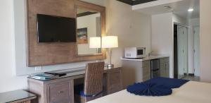 A kitchen or kitchenette at Coconut Court Beach Hotel