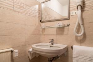 A bathroom at Hotel Miralago