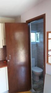A bathroom at XeniCamp & Bungalows