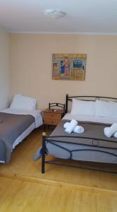 A bed or beds in a room at XeniCamp & Bungalows