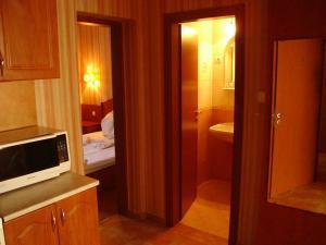 A bathroom at Beatrix Hotel