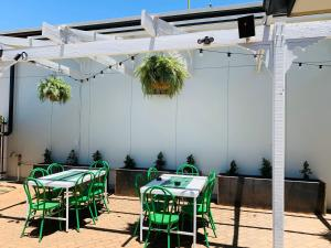 A restaurant or other place to eat at Gunnedah Hotel