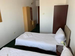 Letto o letti in una camera di Arta Hotel