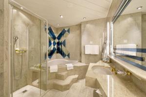 Ein Badezimmer in der Unterkunft Hotel Glärnischhof