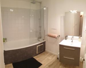 Salle de bains dans l'établissement Appartement agréable 1 à 4 personnes