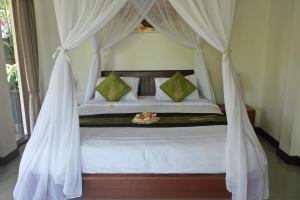 Een bed of bedden in een kamer bij Tini Villa