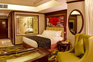 A bed or beds in a room at Six Seasons Hotel