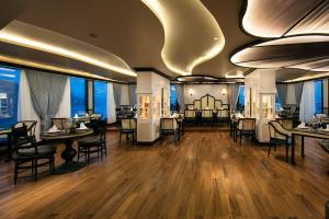 A restaurant or other place to eat at Bellezza Boutique Cruises