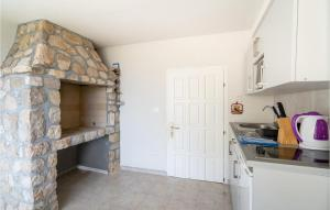 A kitchen or kitchenette at One-Bedroom Apartment in Stara Baska