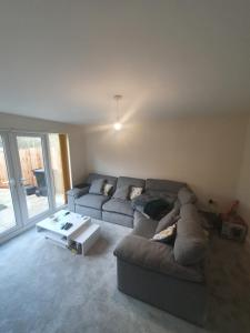 A seating area at 2 bed house, large double bedroom to rent