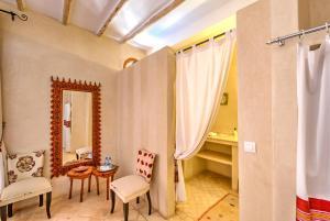 Salle de bains dans l'établissement Riad Janoub