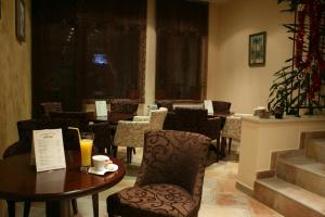 A restaurant or other place to eat at Bizev Hotel