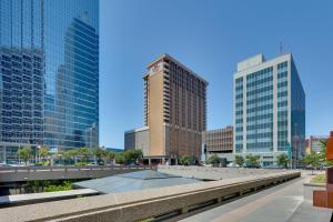 Бассейн в Crowne Plaza Hotel Dallas Downtown или поблизости