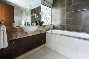A bathroom at Frank Porter - Marsa Plaza