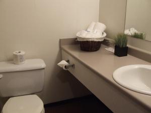 Ванная комната в Providence Place Inn