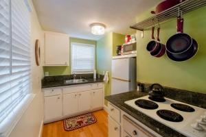 A kitchen or kitchenette at UC Davis Med-Center/North Oak Park Cottage
