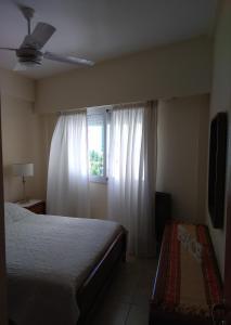 Una cama o camas en una habitación de Opción B