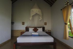 A bed or beds in a room at Giri Carik
