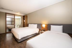 A bed or beds in a room at ENA Suite Hotel Namdaemun