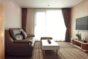 A seating area at Royal Square Hotel Seoul