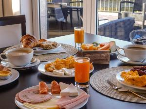 Breakfast options available to guests at Ribeira Collection Hotel - Piamonte Hotels