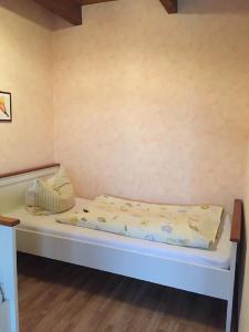 Ein Bett oder Betten in einem Zimmer der Unterkunft Ferienhof Pankalla