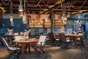 Un restaurant u otro lugar para comer en My Blue Hotel