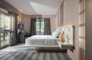 Una cama o camas en una habitación de My Blue Hotel