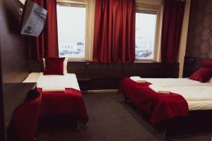 Säng eller sängar i ett rum på Liljeholmens Stadshotell