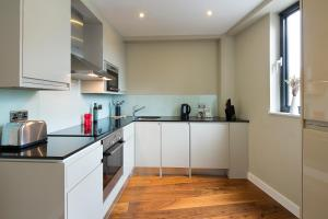 A kitchen or kitchenette at Victoria One