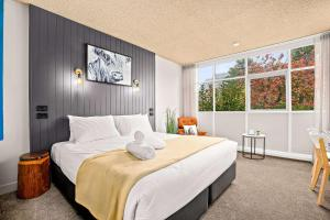 A bed or beds in a room at Comfort Inn City Centre Armidale