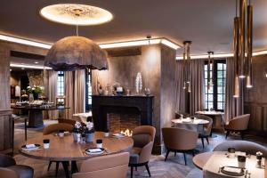 Restaurant ou autre lieu de restauration dans l'établissement Hôtel Saint-Delis - La Maison du Peintre