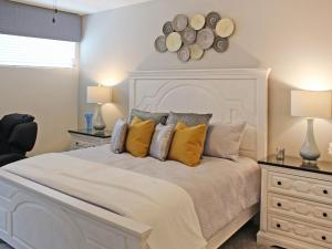 A bed or beds in a room at Villa Nassau PT