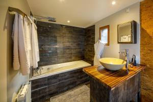 Salle de bains dans l'établissement Les Cottages d'Annie
