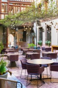 Ein Restaurant oder anderes Speiselokal in der Unterkunft Relais & Châteaux La Maison Des Têtes