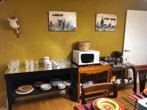A kitchen or kitchenette at Albergue Mendizabal