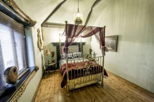A bed or beds in a room at The lazy hare