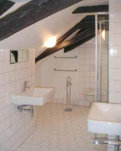 Ein Badezimmer in der Unterkunft Dormitory with View at Mozart House