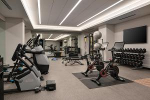 The fitness centre and/or fitness facilities at Tru By Hilton Denver Downtown Convention Center
